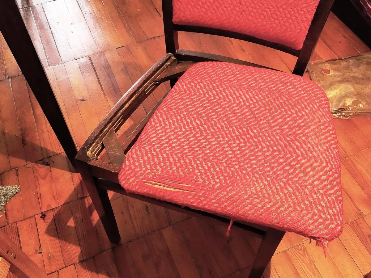Перетяжка стула своими руками: как перетянуть или обшить тканью или кожзамом кухонные модели на дому, материалы и способы обивки мебели