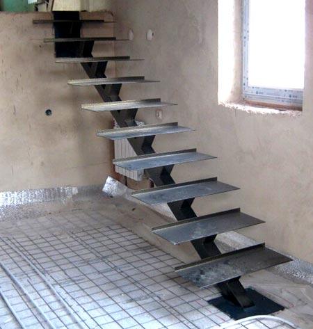 Металлическая лестница на второй этаж в доме своими руками 50 фото