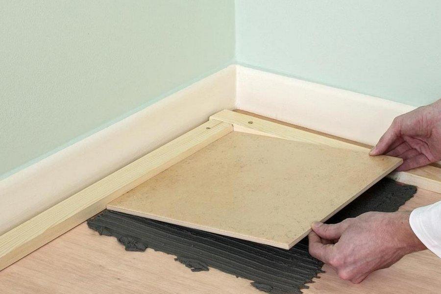 Можно ли класть плитку на фанеру: правила укладки