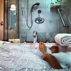 Как правильно принимать ванну: 5 советов и обзор 5 средств