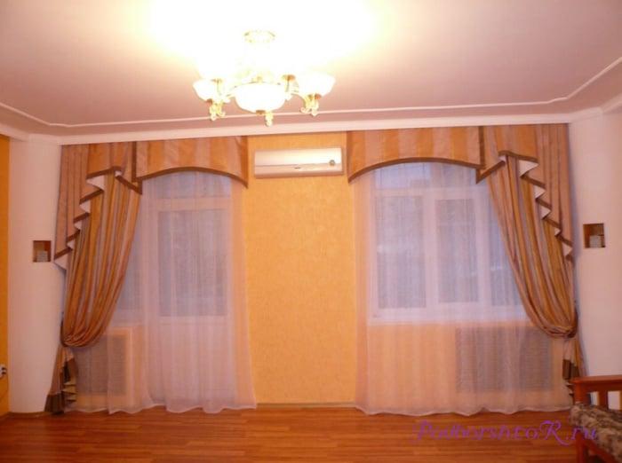 Дизайн штор и занавесок на два окна в гостиную (зал) с простенком и без.