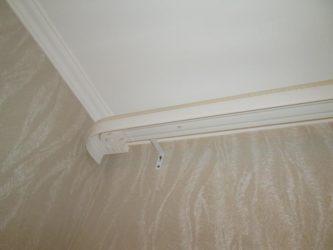 Как установить карниз для штор на потолок или стену