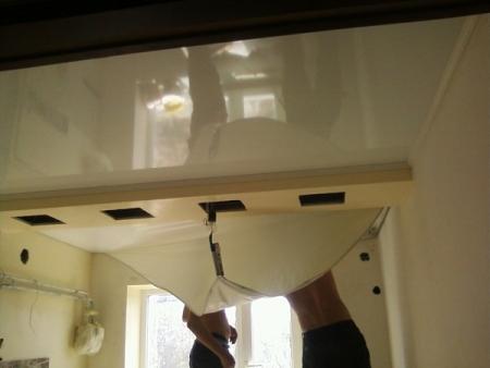 Как снять натяжной потолок: демонтаж своими руками на видео и цена за м2