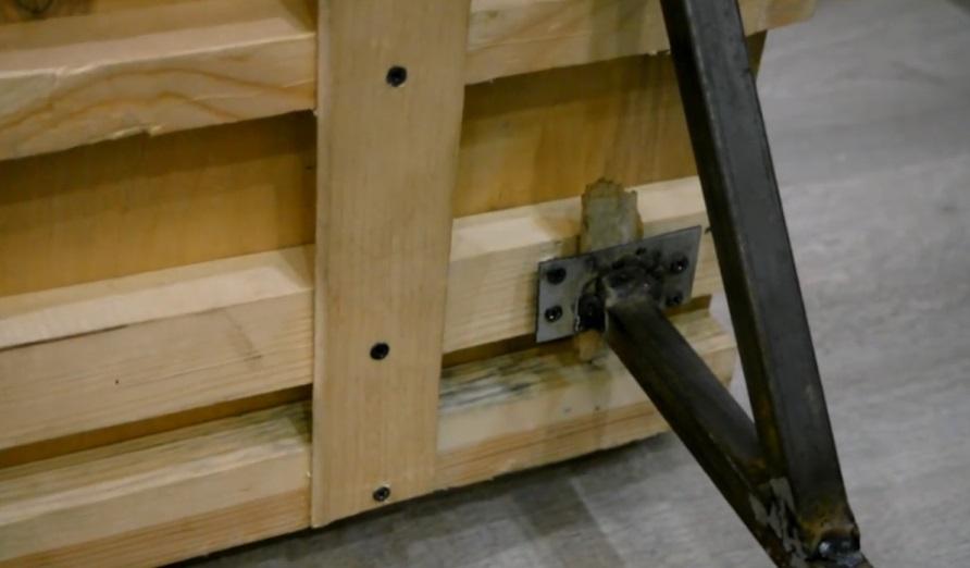 Особенности подъемного механизма для верхней крышки погреба