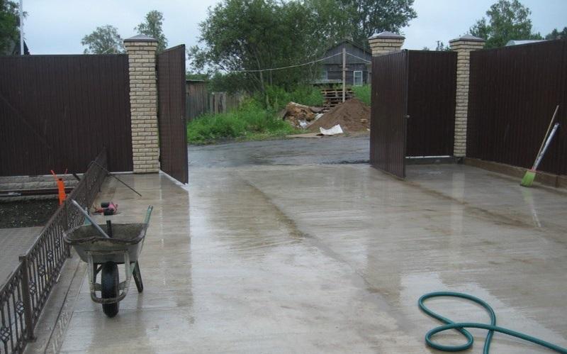 бетонирование двора частного дома
