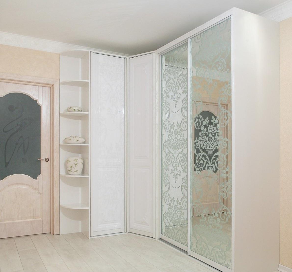 Угловые шкафы в прихожую: виды и модели (фото)