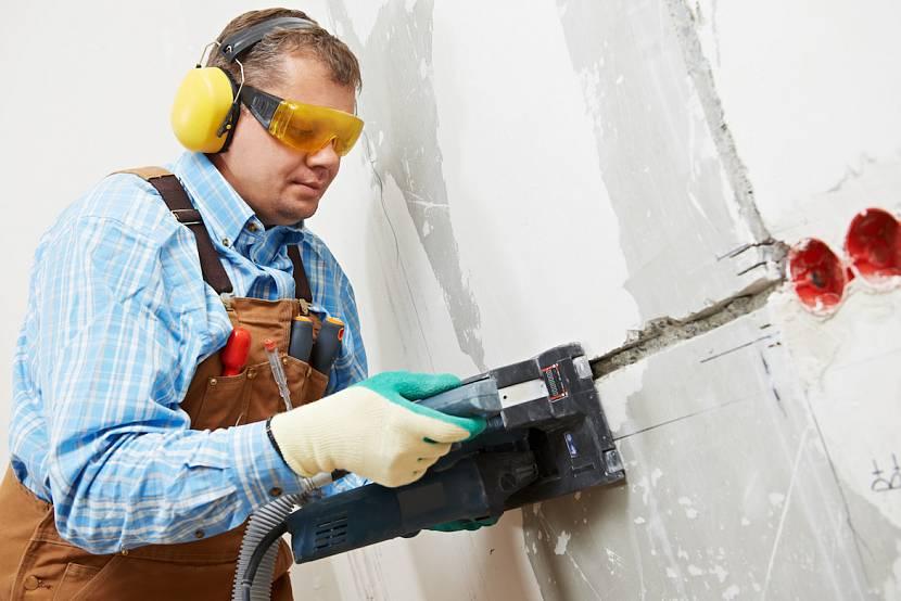 Штробление стен под проводку: инструменты, правила и порядок выполнения работ
