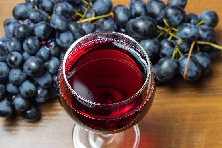 Вино из изабеллы в домашних условиях: преимущества сорта, рецепт, особенности приготовления напитка