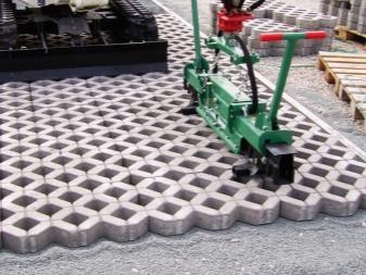 Газонная решетка для парковки и садовой дорожки на даче: отзывы, фото