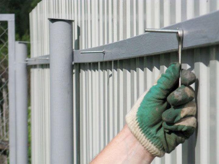 Как построить забор из профлиста - всё о воротах и заборе