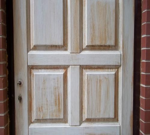 Как обновить старую дверь своими руками: все способы и техники
