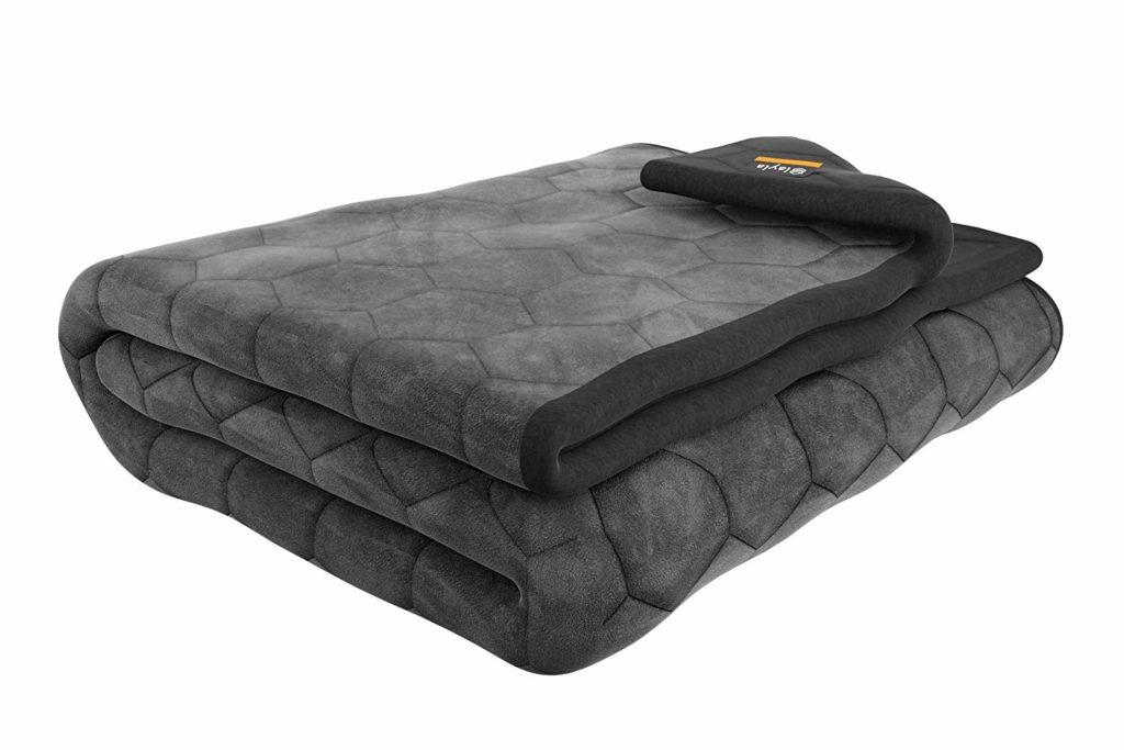 Как может утяжеленное одеяло бороться с бессонницей: плюсы и минусы