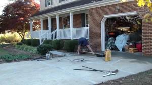 Технология бетонирования двора в частном доме своими руками