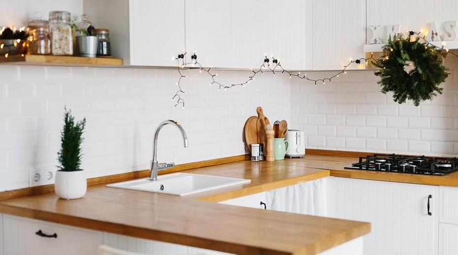 установка плинтуса на кухонную столешницу
