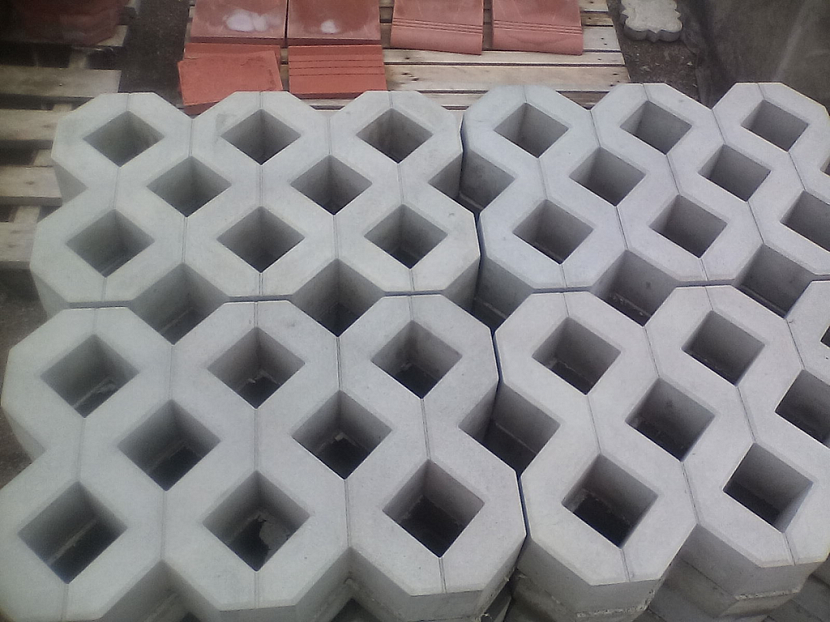 Пластиковая газонная решетка