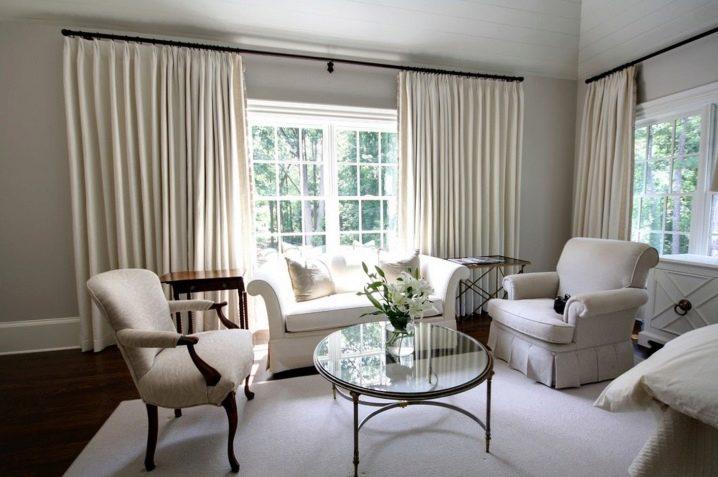 Как подобрать шторы в гостиную по цвету обоев? 62 фото удачные цветовые сочетание в дизайне интерьера зала, выбираем шторы к голубым и другим обоям