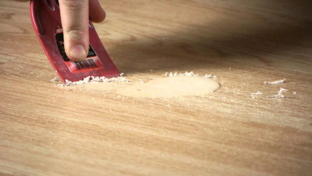 Чем мыть ламинат, чтобы блестел и не было разводов, пыли, после ремонта: видео-инструкция по чистке своими руками, можно ли чистить пароочистителем, цена, фото