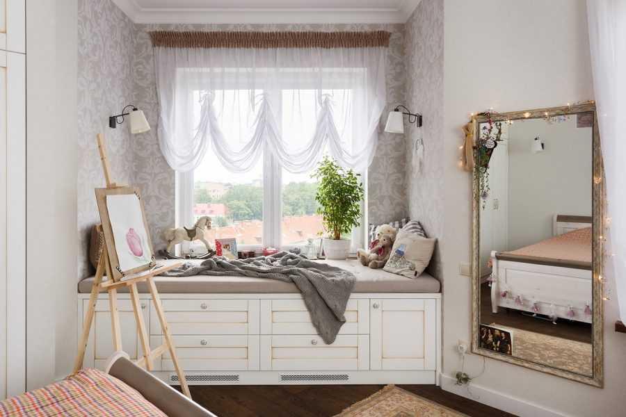 Серые шторы в интерьере гостиной: сочетание цвета штор и обоев