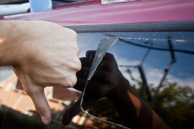 Способы и средства, как убрать клей с мебели и не испортить ее