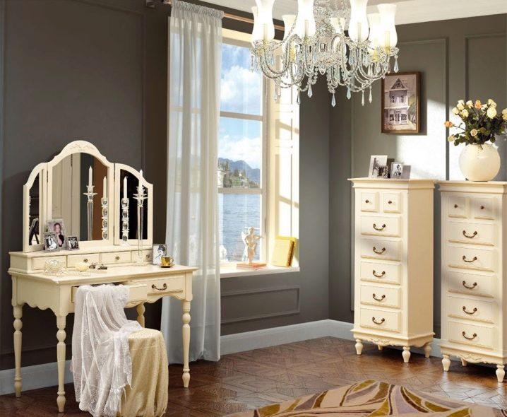 стол косметический с зеркалом и подсветкой