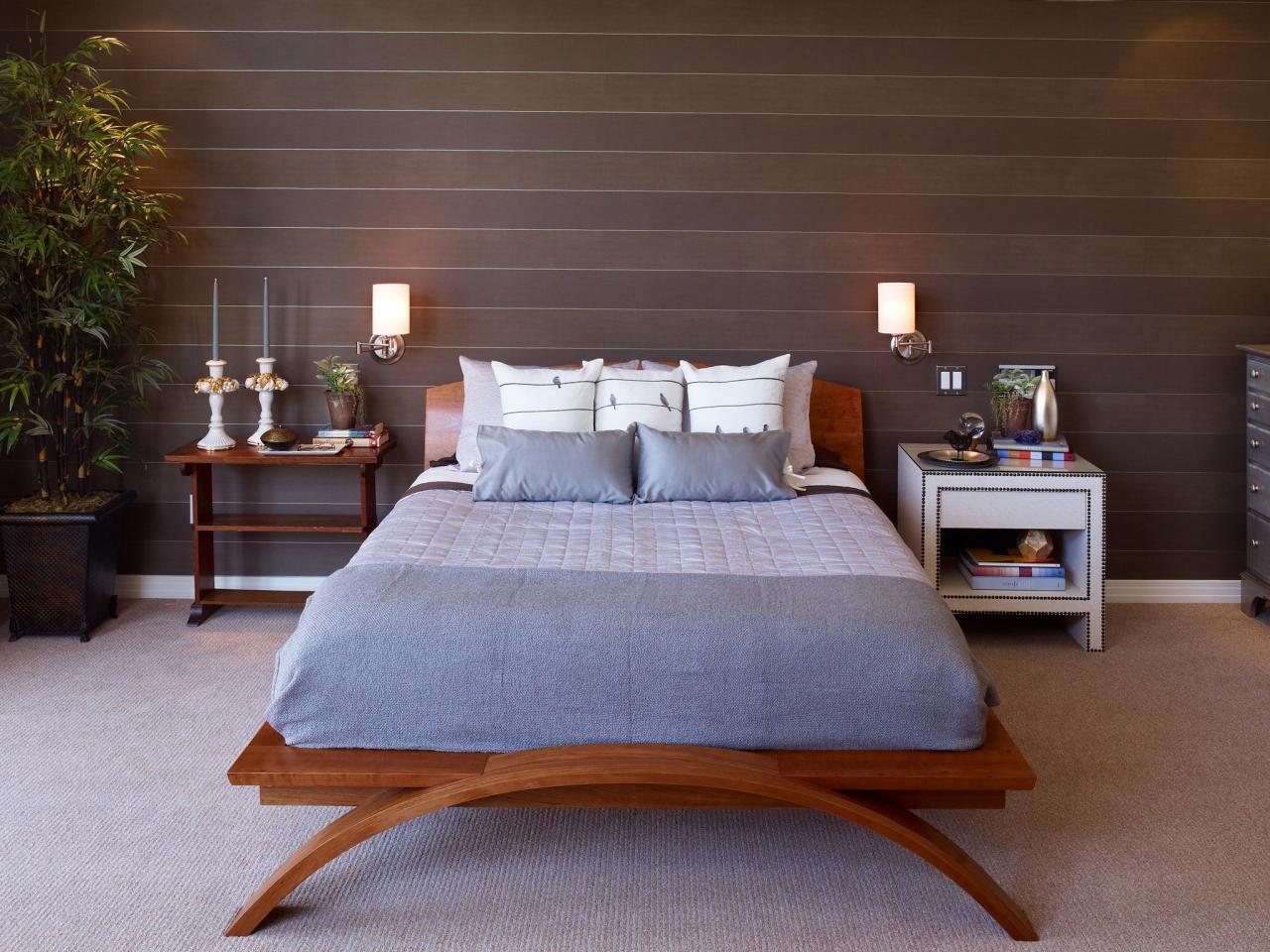 На какой высоте вешать бра - над кроватью, диваном, в деткой, коридоре