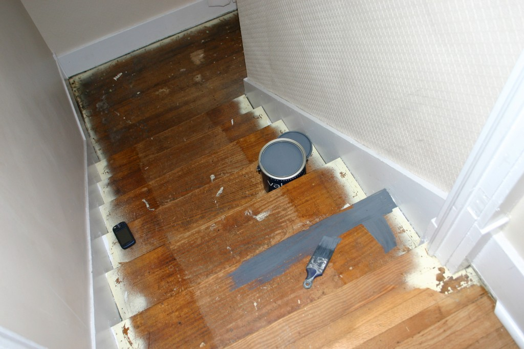 Чем красить лестницу из сосны в доме — разбираемся в материалах и технологии их нанесения