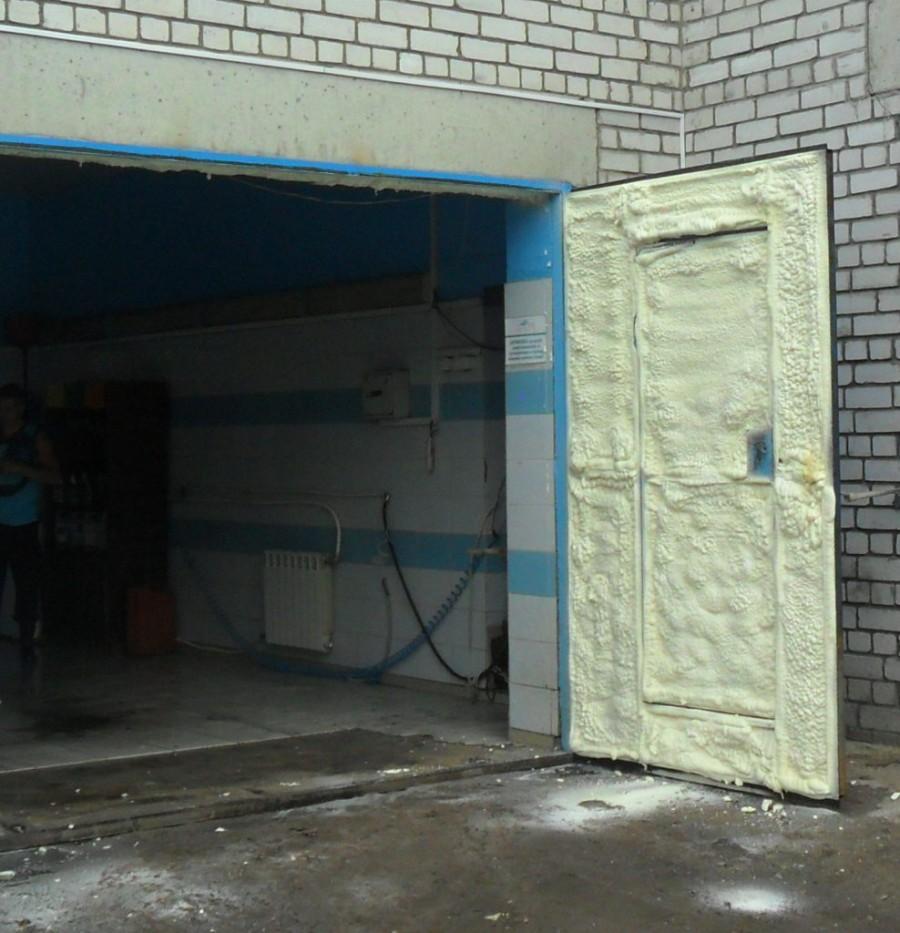 Как утеплить ворота в гараже своими руками