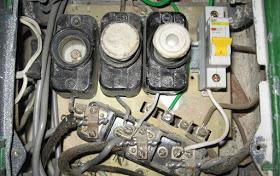 Как заменить автомат под напряжением и без — ошибки и правила при замене выключателя своими руками.