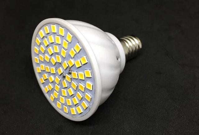 лампочка мигает при включенном свете