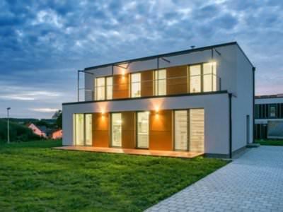 Деревянный дом из бревна с панорамными окнами: фото, проект под ключгородлес (москва)