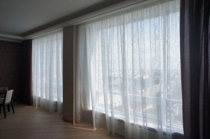 Как подобрать шторы в зал? 61 фото советы дизайнера. какой цвет тюля выбрать в гостиную? как правильно подбирать занавески к интерьеру?