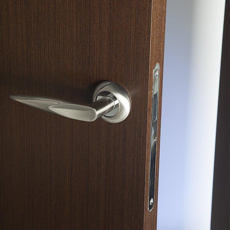 Магнитные замки и другая фурнитура для бесшумных межкомнатных дверей