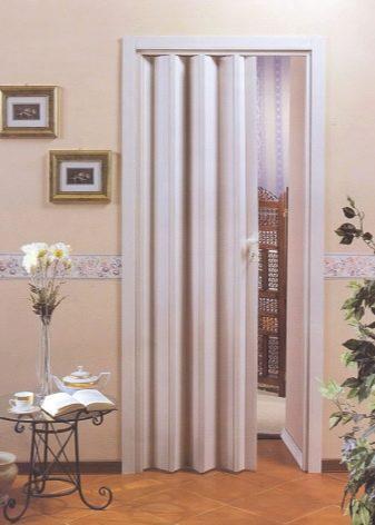 Межкомнатные двери гармошка. описание, виды и установка дверей гармошка | zastpoyka.ru