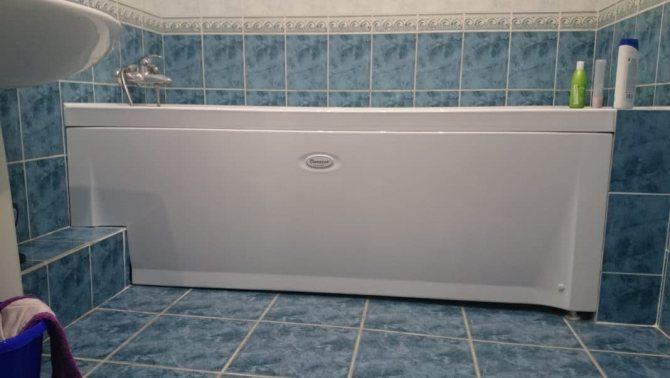 Экран под ванну из плитки с потайным люком-ревизией
