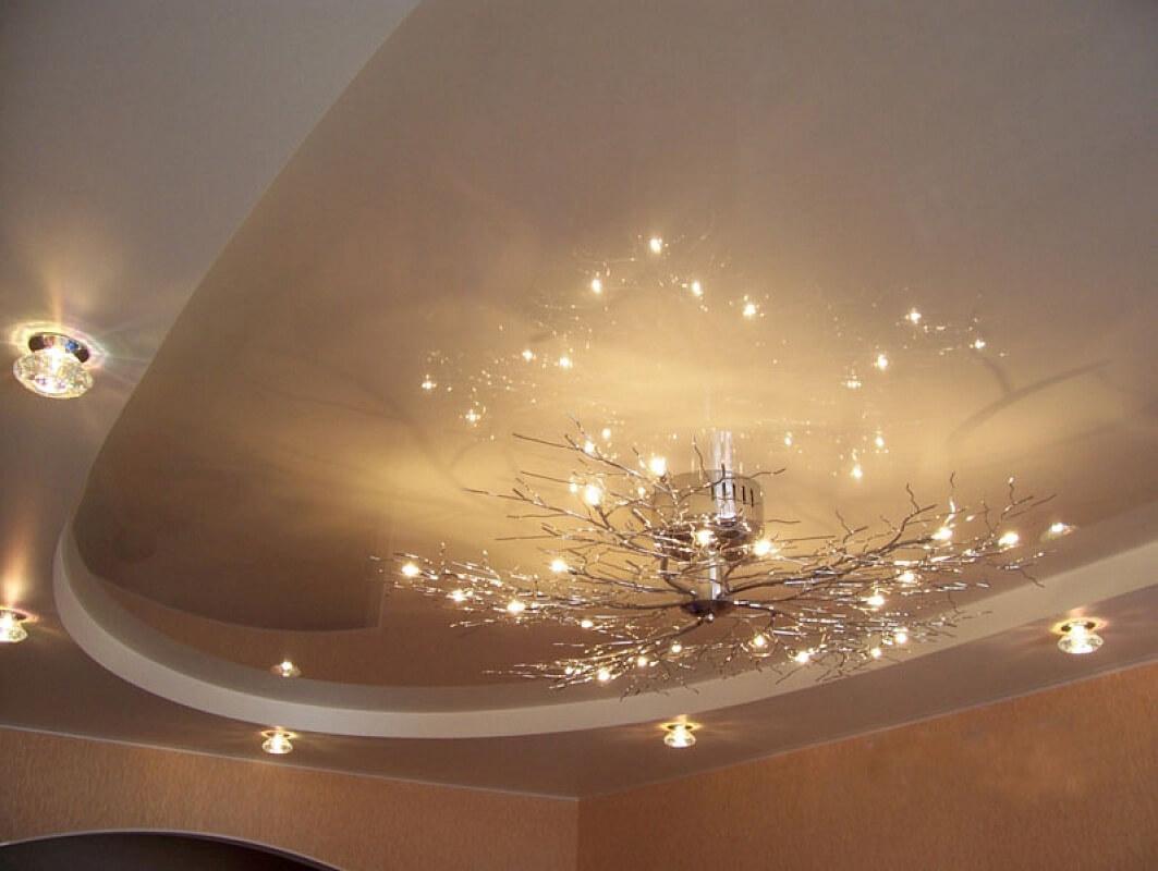 как выглядит натяжной потолок