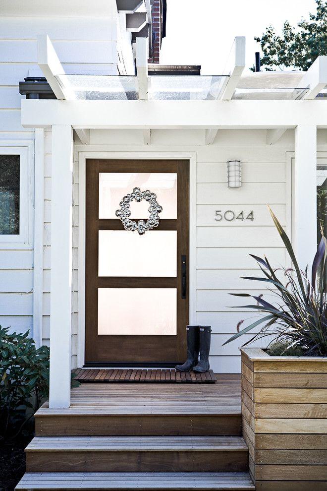 Выбор входных пластиковых дверей в частный дом: виды, фото