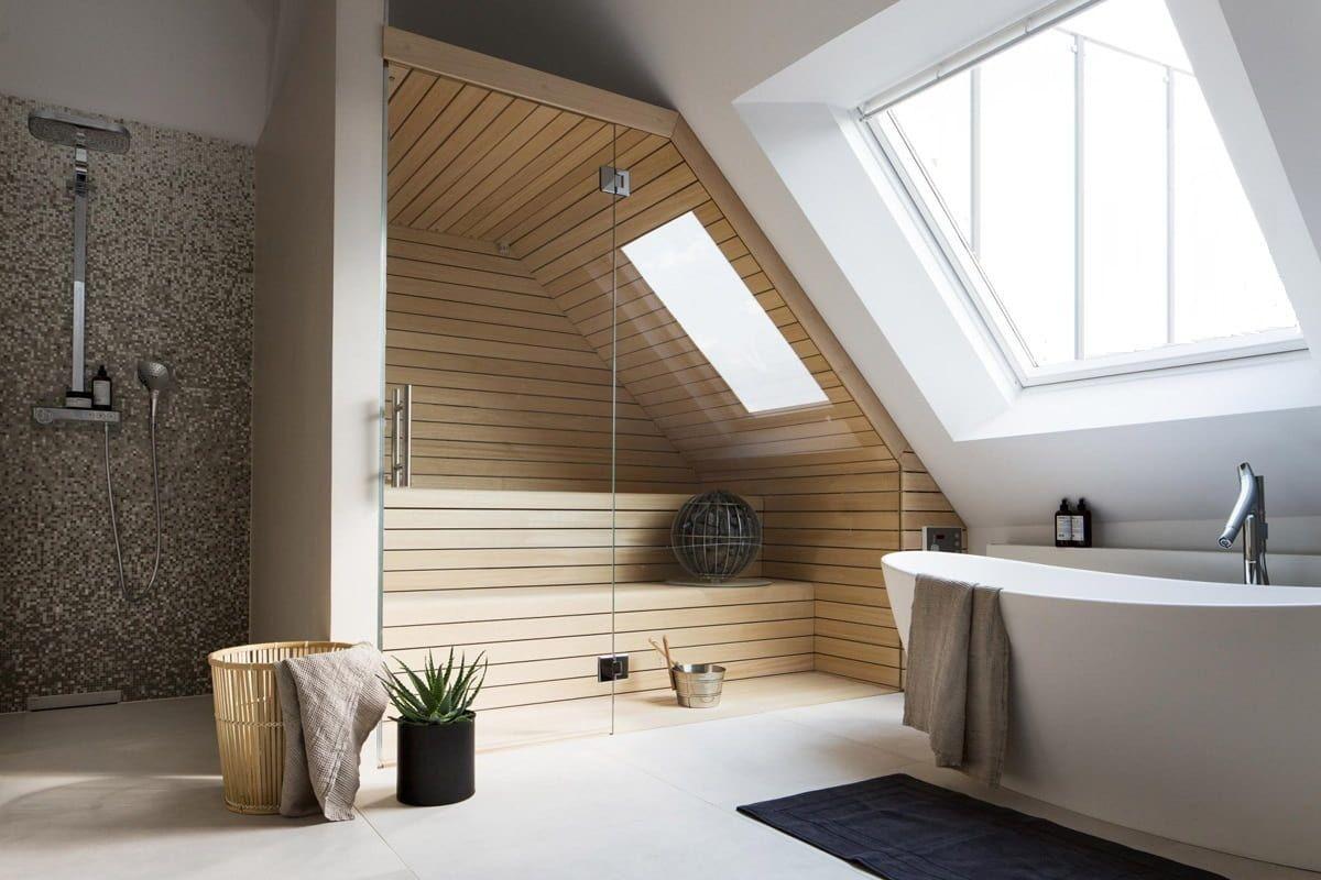 интерьер ванной комнаты с ванной