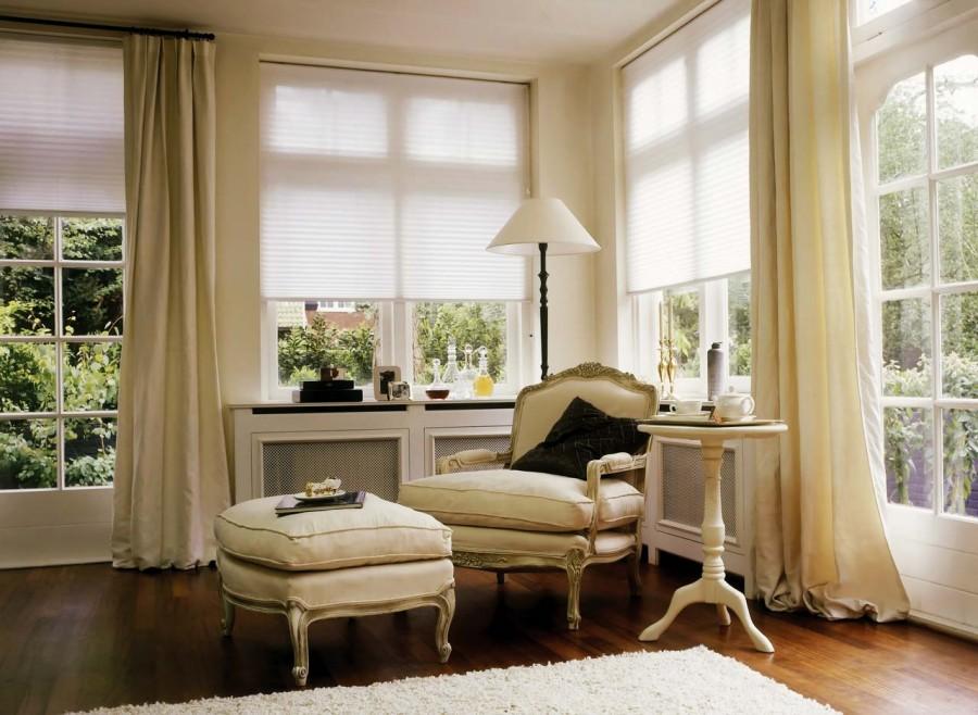 Варианты оформления окна в спальне