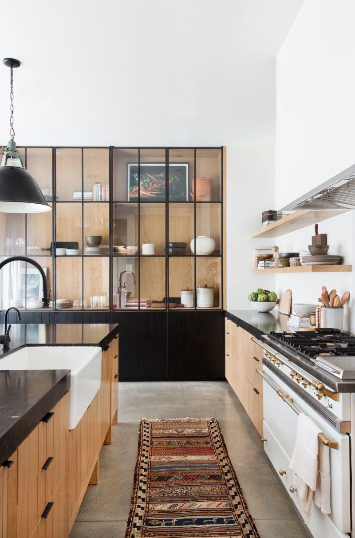 Белая кухня с деревом: варианты дизайна, советы по выбору, фото-идеи