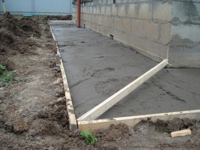 заливка бетона вручную