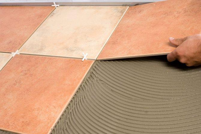 Укладка плитки на деревянный пол: можно ли класть?