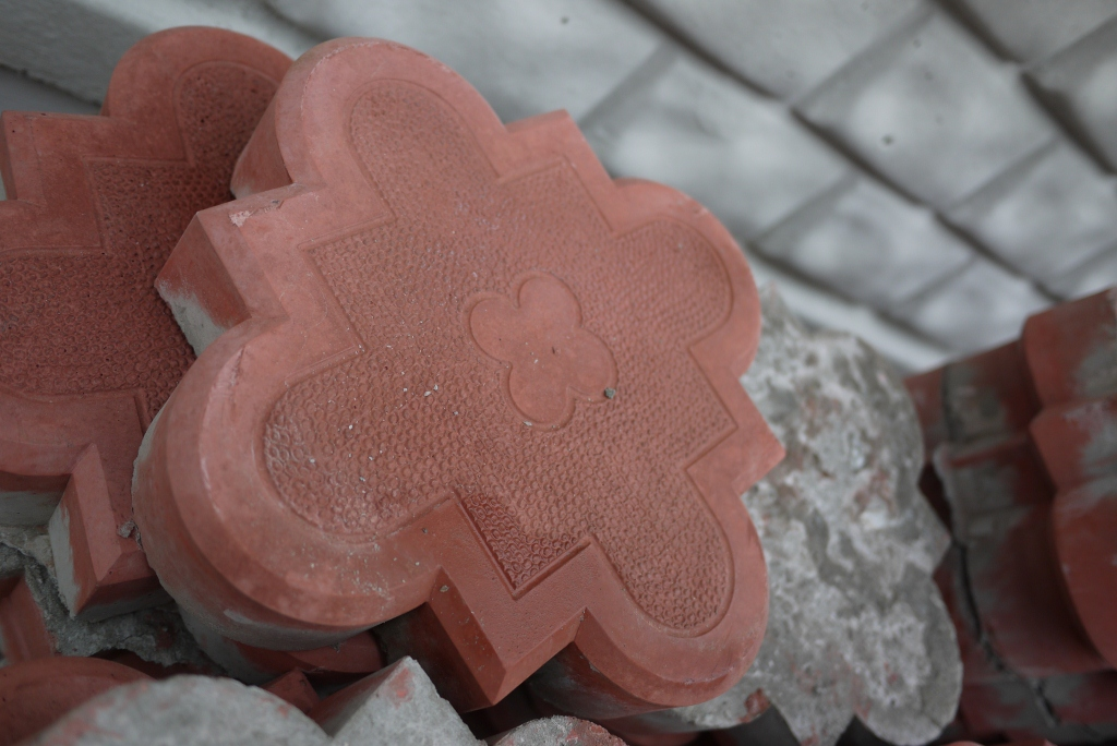 Тротуарная плитка. виды и технология изготовления тротуарной плитки.