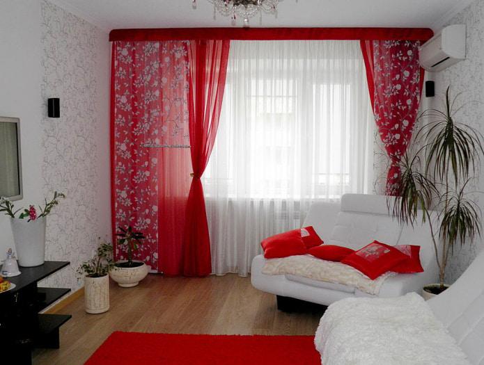 шторы на кухню красно белые фото