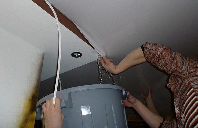Как снять натяжной потолок своими руками: видео правильно выполненного демонтажа, хитрости и советы