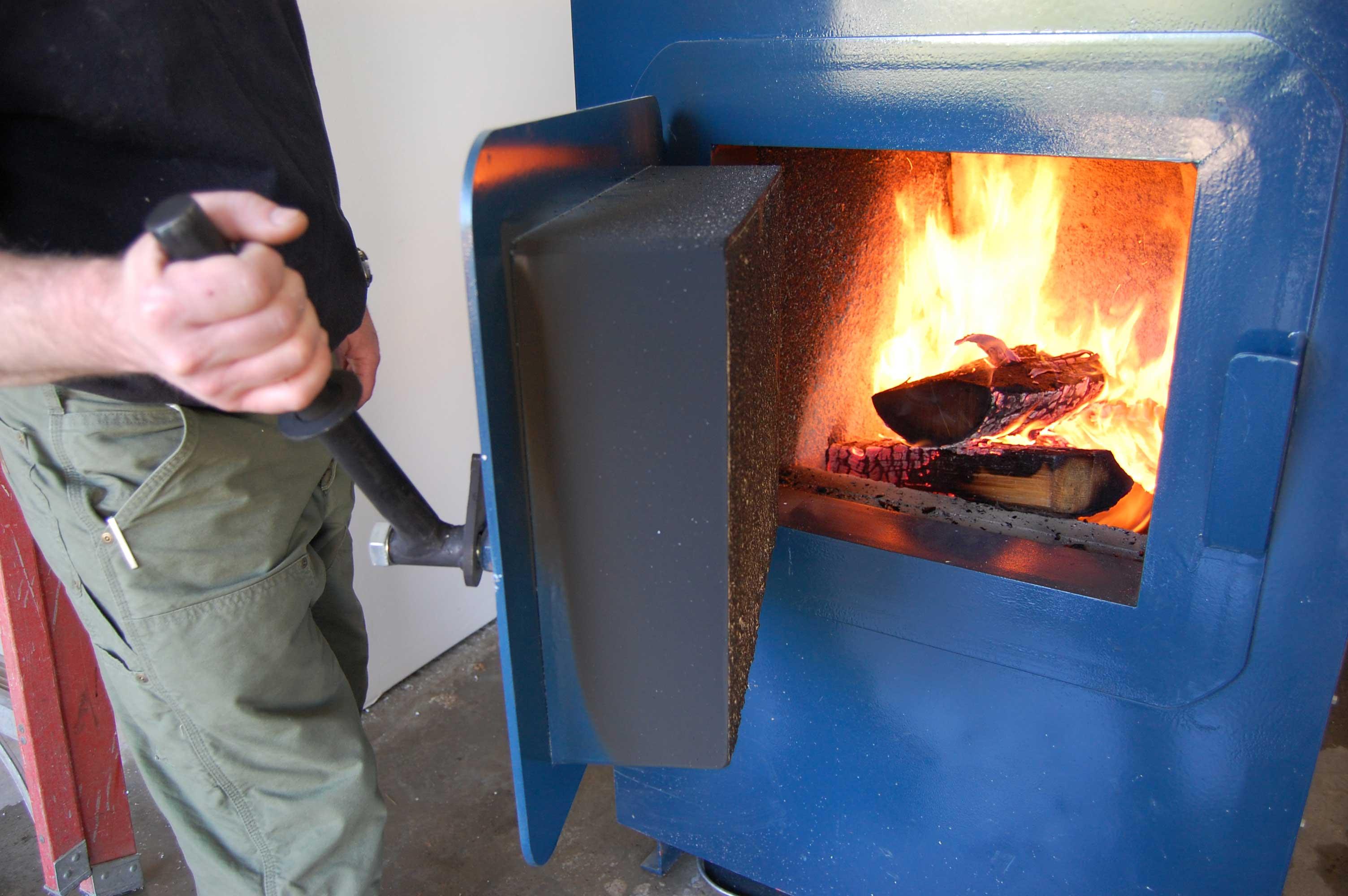 Какие дрова лучше использовать для растопки бани