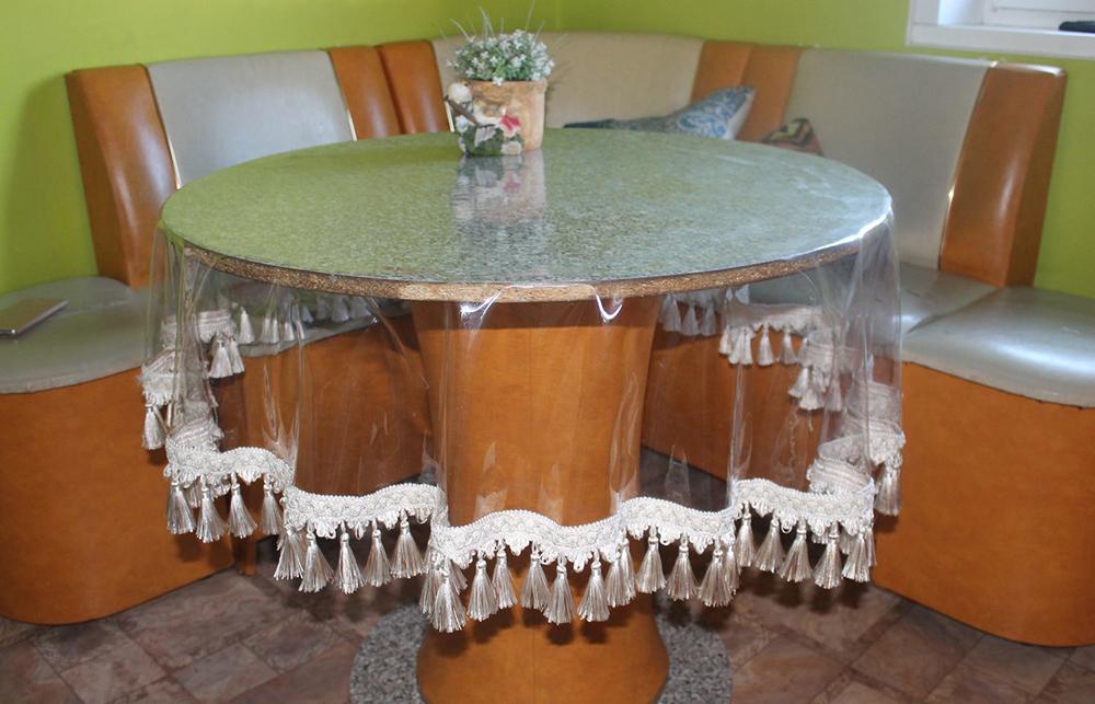 Клеенка на стол для кухни (49 фото): прозрачная силиконовая кухонная скатерть, красивая клеенка в рулонах и другие варианты