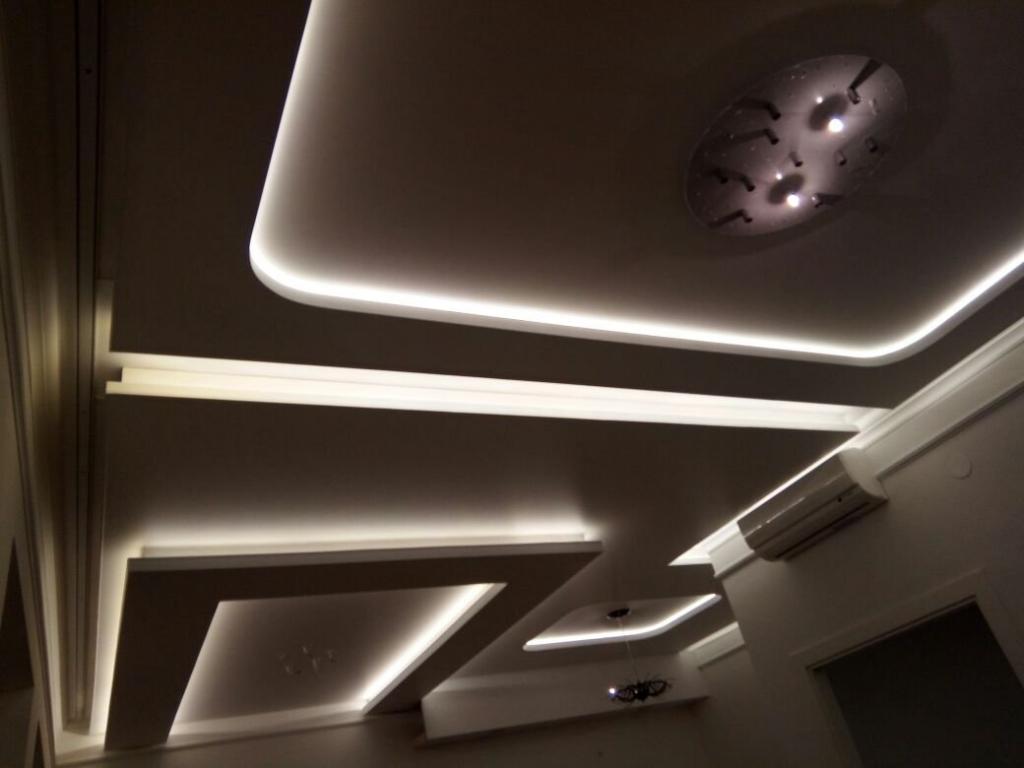 парящий натяжной потолок с подсветкой по периметру
