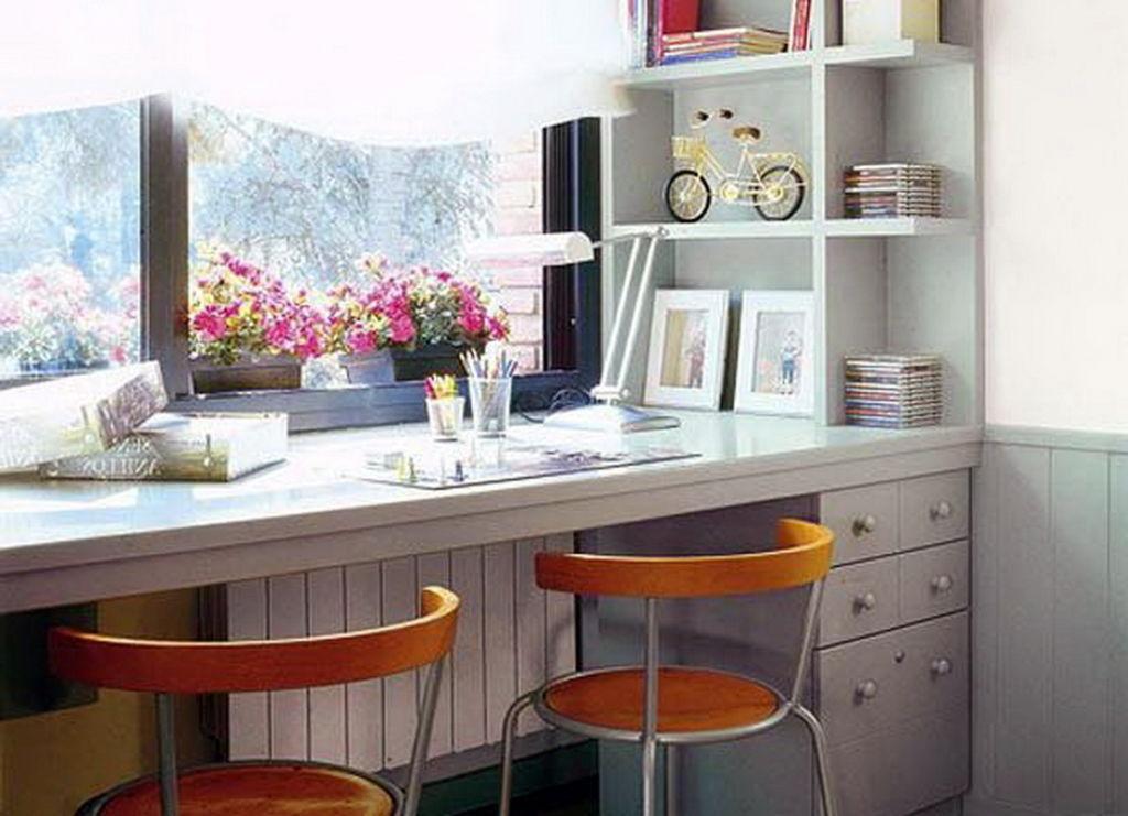 Шкаф вокруг окна (32 фото): варианты расположения в комнате возле окна, подборка идей для интерьера спальни со столом
