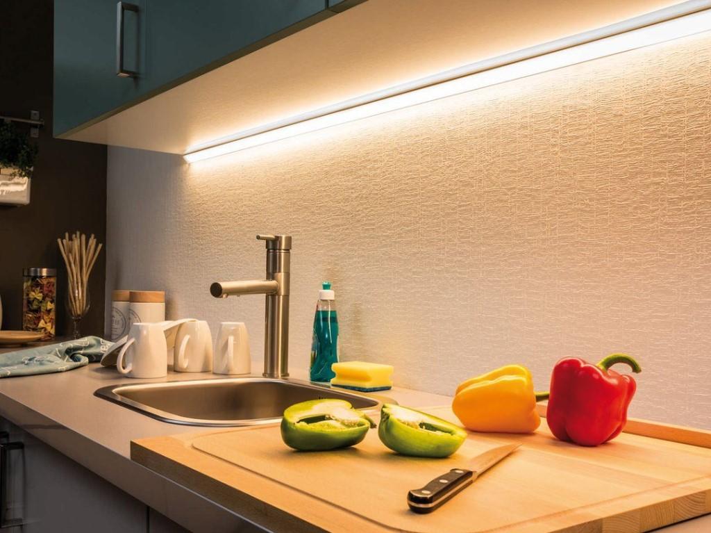 лампа для кухни над рабочей поверхностью