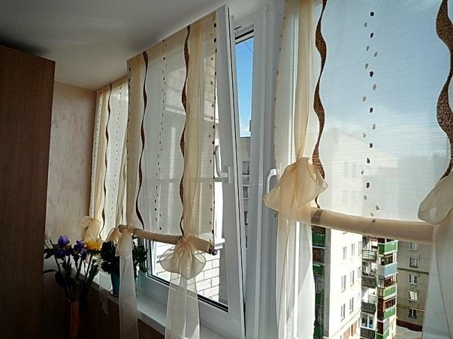 как прикрепить шторы на балконе